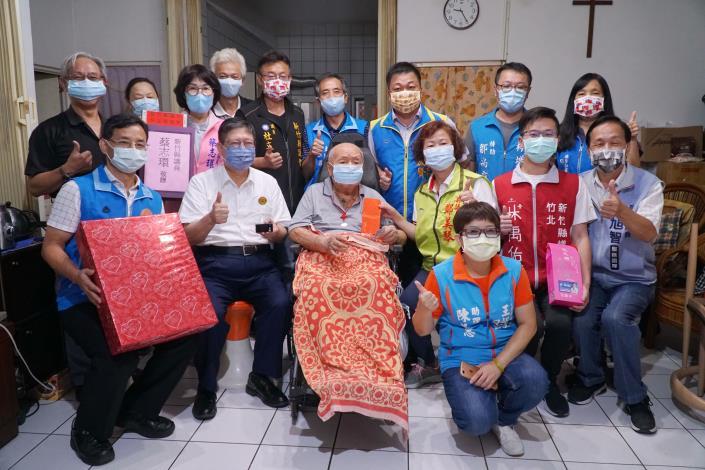 楊文科縣長拜訪新豐、竹北百歲人瑞    祝福竹縣長輩們九九重陽節快樂 共6張圖片