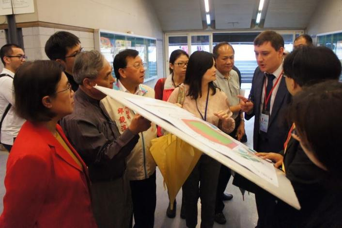 Committee members of International University Sports Federation (FISU) pay a visit to Hsinchu County Stadium to inspect the venues for 2017 Taipei Summer Universiade (3 photos)