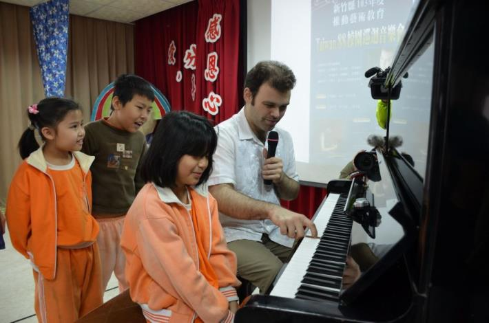 An unforgettable encounter with international pianists and dancer for students: Taiwan 88 Campus Concert Tour sets foot on Hsinchu County's Neiwan Elementary School