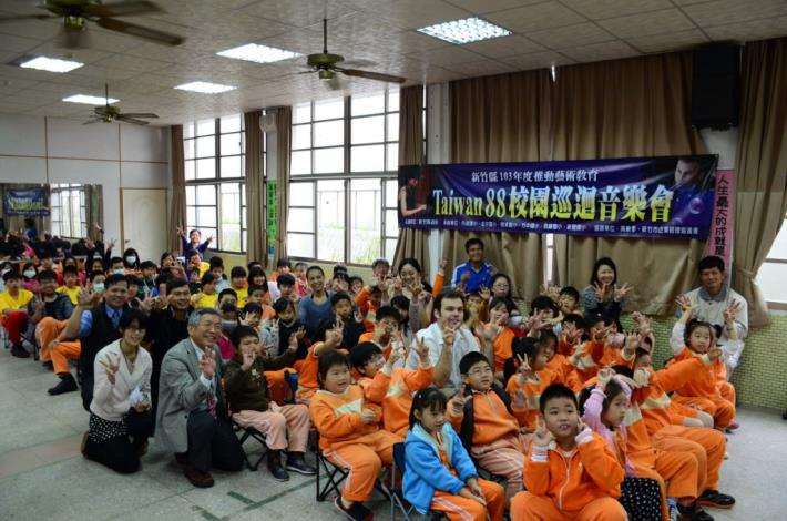 An unforgettable encounter with international pianists and dancer for students: Taiwan 88 Campus Concert Tour sets foot on Hsinchu County's Neiwan Elementary School (4 photos)