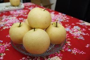 Xinpu Township's sweet, crispy and round Lucky Pear hits the market (4 photos)