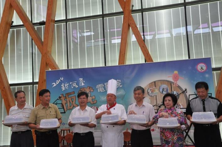 Hsinchu County's 2014 Bench Theater to invite everyone to bring stools to see movies and eat ice cream bars on every Saturday afternoon from July 19 to August 16