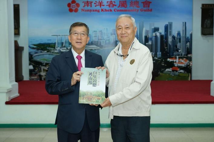 Magistrate Chiu Ching-chun leads a delegation to Singapore to promote Hsinchu County's  agricultural special products