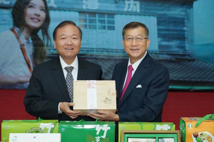 Magistrate Chiu Ching-chun leads a delegation to Singapore to promote Hsinchu County's  agricultural special products (7 photos)