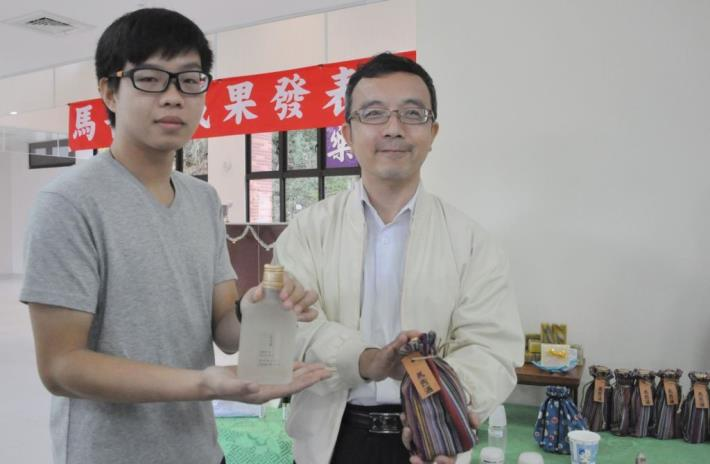 Ta Hwa University of Science & Technology and Hsinchu Meat Market joined to Develop Maqau Liquor (8 photos)