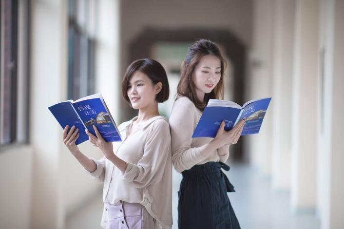 Hsinchu County Government reveals its achievements via a publication and a video (2 photos)