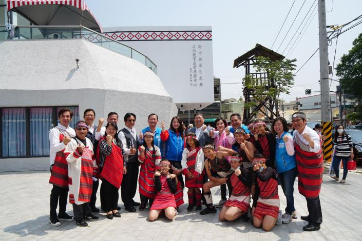 The first in the nation: The Hsinchu County Indigenous Culture, Education and Industry Promotion Center is completed.  (2 photos)