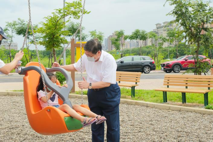 The Park of the Hsinchu County International AI Smart Business Park will officially open tomorrow-- County Magistrate Yang will be unboxing together with children!