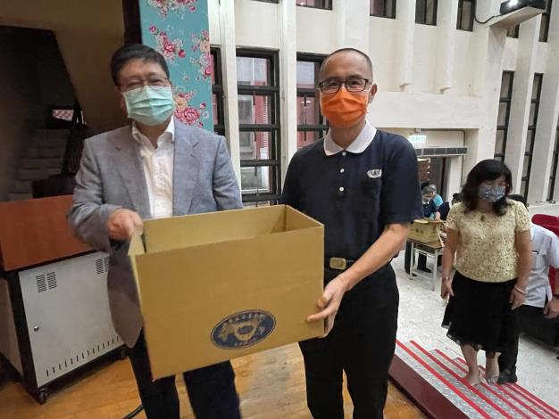 The County Government joins hands with Tzu Chi to fulfill social responsibility -- Packing summer vacation Food Relief Box for children from low-income and middle-low income families in Hsinchu County
