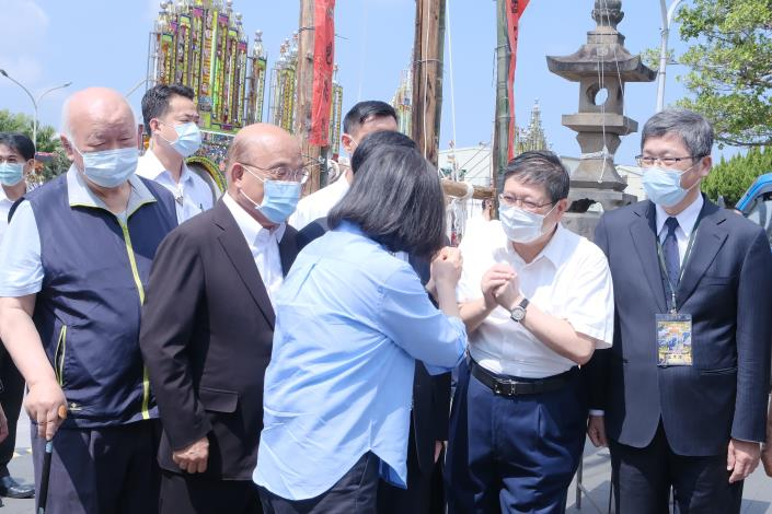 Yimin Festival at the Baozhong Yimin Temple -- President and County Magistrate pray for pandemic to end