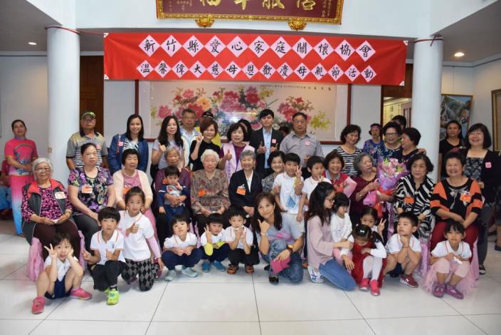 新竹縣愛心家庭關懷協會與300餘弱勢家庭提前歡度母親節