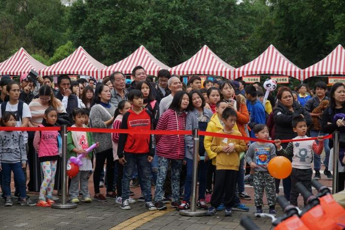 新竹家扶冬暖慈幼園遊會 2千多人同歡聚愛心