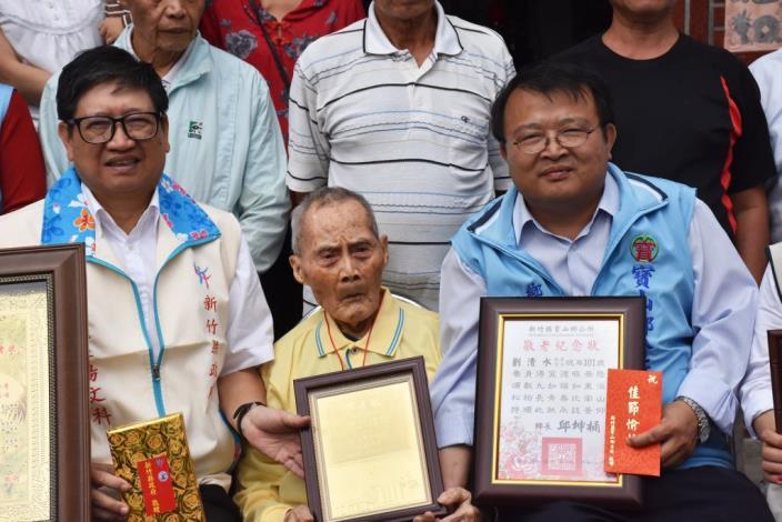 要活也要動!楊文科副縣長拜訪北埔、寶山、峨眉百歲人瑞