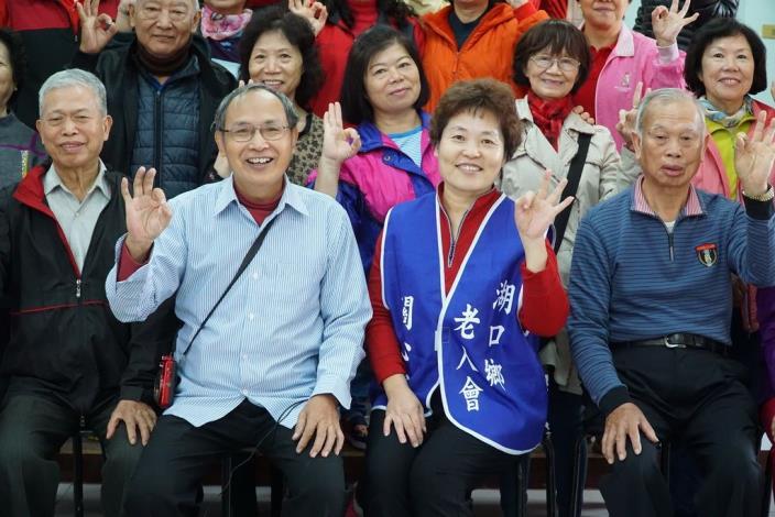 李國鋒夫婦笑容可掬