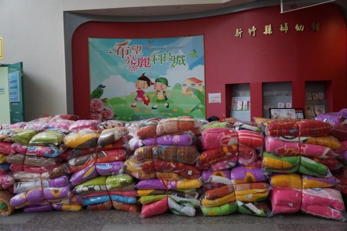 寒冬送暖!愛心家庭關懷協會送白米、暖暖被和生活物資  讓弱勢家庭好過年