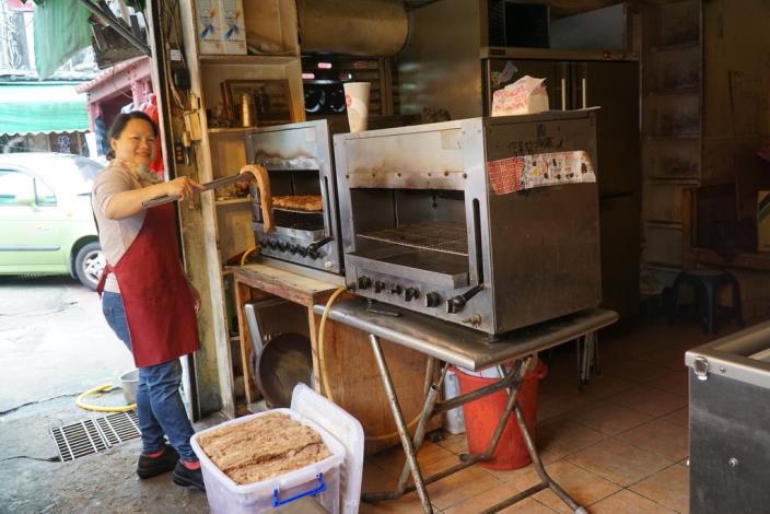 準備烤客家鹹豬肉