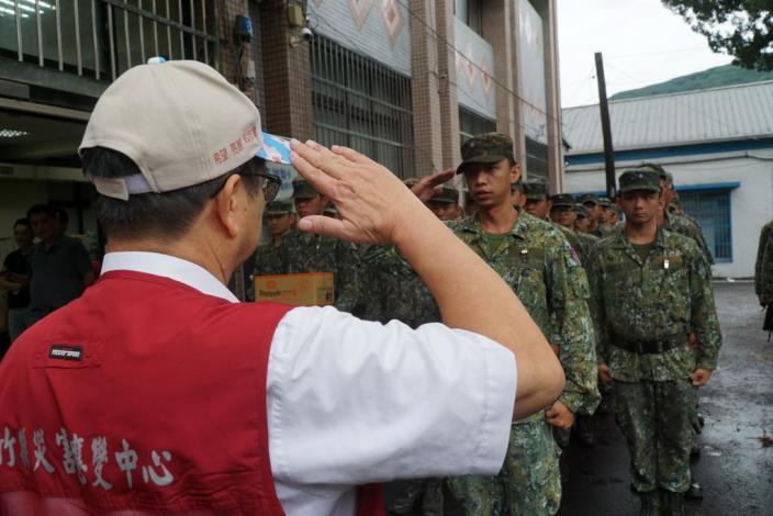瑪莉亞颱風來襲 副縣長挺進五峰後山勘災 共13張圖片